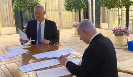 Gantz and Netanyahu sign deal