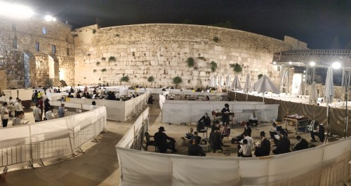 Pod-style prayer at the Western Wall